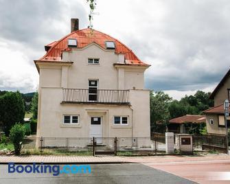 Villa Simak - Staré Splavy - Gebouw