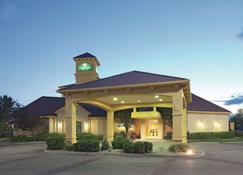 La Quinta Inn & Suites by Wyndham Pueblo - Pueblo - Building