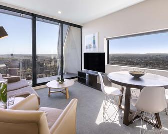 Oaks Melbourne on William Suites - Melbourne - Balcony