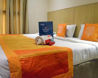 Oyo 694 Hotel Malik Residency - Kanpur - Bedroom