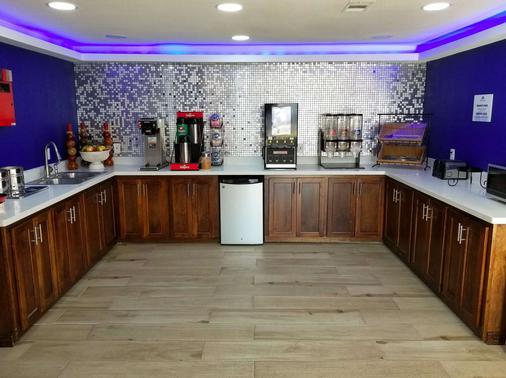 Americas Best Value Inn Brenham - Brenham - Buffet