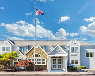 Microtel Inn & Suites by Wyndham Victor/Rochester - Victor - Building