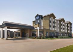 Travelodge Hotel by Wyndham Weyburn - Weyburn - Toà nhà