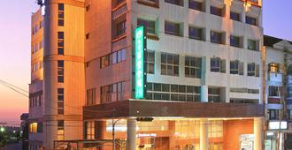 Ho Fong Business Stay - Taichung