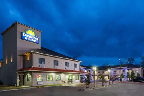 Days Inn & Suites by Wyndham Madisonville - Madisonville - Gebäude