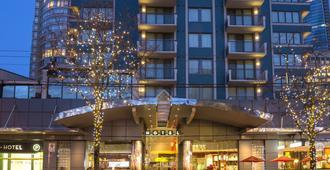 Blue Horizon Hotel - Vancouver - Building