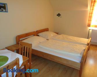 Pension Himmelreich - Neunkirchen - Schlafzimmer