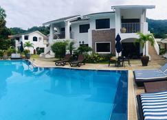 Sun Properties and Resort Hotel - Beau Vallon - Pool