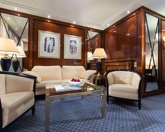 Maritim Hotel Am Schlossgarten - Fulda - Living room
