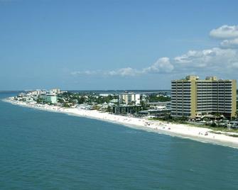 Diamondhead Beach Resort - Fort Myers Beach - Building