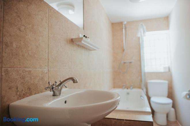 The Lordleaze Hotel - Chard - Bathroom