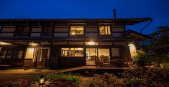 Guest House & Cafe Soy - Takayama - Building