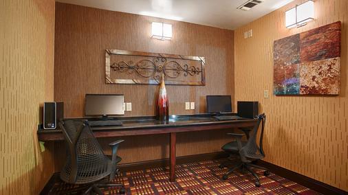 Best Western Plus Midwest Inn & Suites - Salina - Business centre