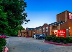 Best Western Plus Midwest Inn & Suites - Salina - Building