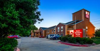 Best Western Plus Midwest Inn & Suites - Salina