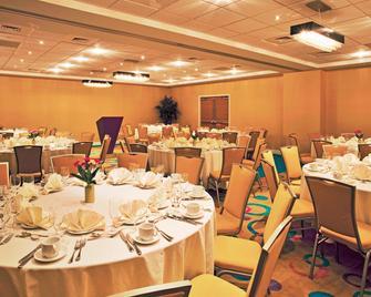 Holiday Inn Sarasota-Airport - Sarasota - Banquet hall