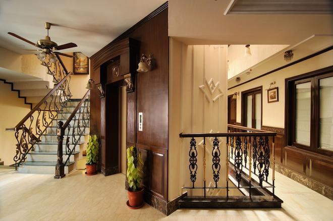 Hotel Diplomat Residency - New Delhi - Stairs
