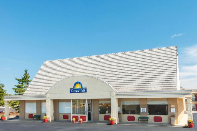 Days Inn by Wyndham Frankfort - Frankfort - Building