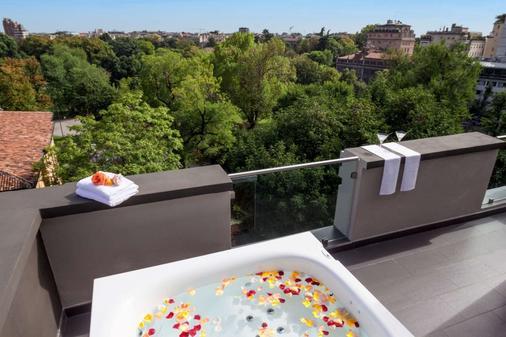 Hotel Manin - Milan - Balcony
