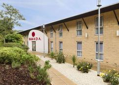 Ramada by Wyndham Oxford - Oxford - Building