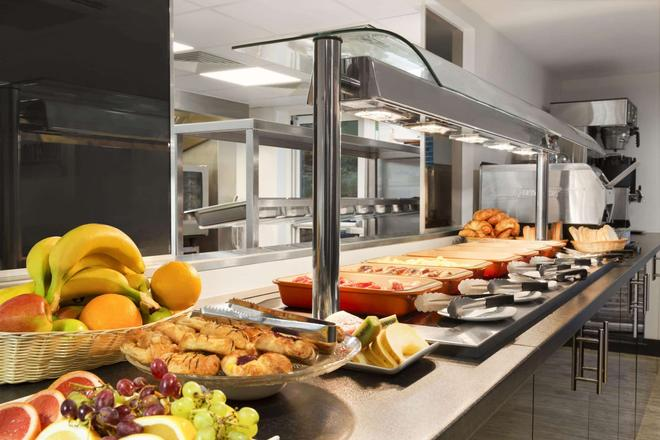 Ramada by Wyndham Oxford - Oxford - Buffet