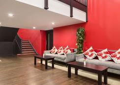 Ramada by Wyndham Oxford - Oxford - Lobby
