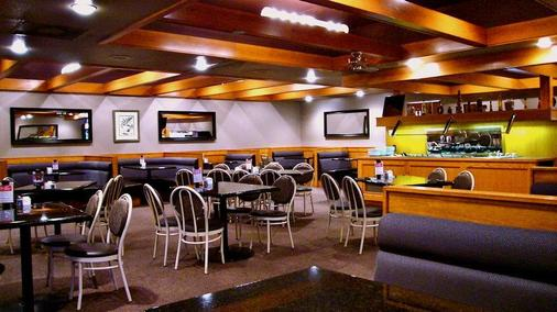 Heritage Inn Hotel & Convention Centre Saskatoon - Saskatoon - Bar