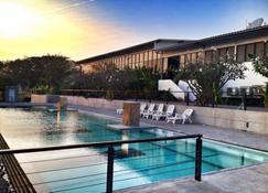 The Piano Resort - Mu Si - Uima-allas