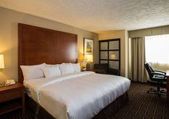 Homestay Inn & Suites - Medicine Hat - Bedroom