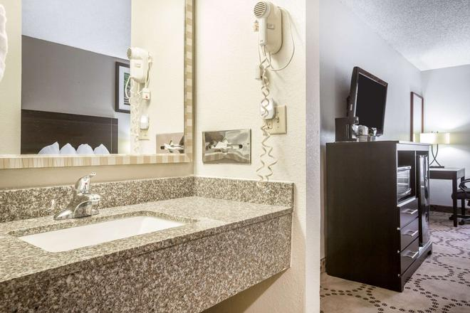 Quality Inn - Stockbridge - Kylpyhuone