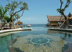 Classic Beach Villas - Abang - Πισίνα