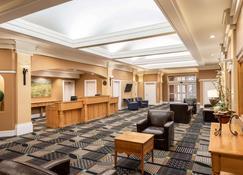 Royal Hotel Regina, Trademark Collection by Wyndham - Regina - Resepsjon