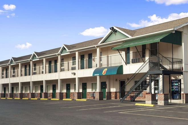 Super 8 by Wyndham Mifflinville Near Bloomsburg - Mifflinville - Building