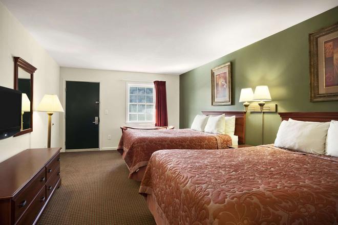 Super 8 by Wyndham Mifflinville Near Bloomsburg - Mifflinville - Bedroom