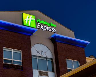 Holiday Inn Express & Suites Airdrie-Calgary North - Airdrie - Gebouw