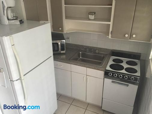 Coral Reef Guesthouse - Fort Lauderdale - Kitchen