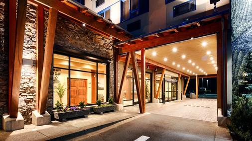 Best Western Plus Barclay Hotel - Port Alberni - Building