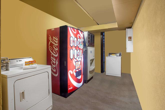 納什維爾西速 8 汽車旅館 - 納什維爾 - 納什維爾(田納西州) - 洗衣設備