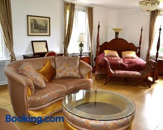 Kristinehamn Herrgårdscamping & Stugor - Kristinehamn - Living room