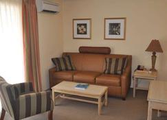 Rosemont Guest Suites - Pembroke - Living room