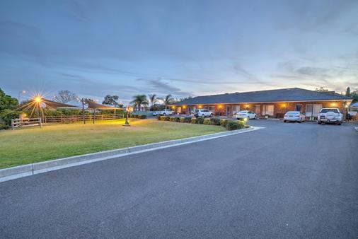 Cadman Motor Inn & Apartments - Tamworth - Cảnh ngoài trời