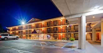 SureStay Hotel by Best Western Tupelo North - טופלו