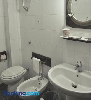 Hotel La Tripergola - Pozzuoli - Bathroom
