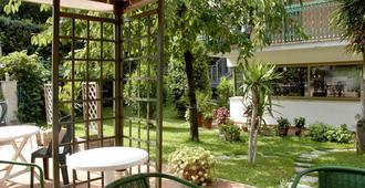 Aurora Garden Hotel - רומא - פטיו