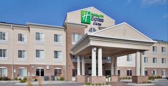 Holiday Inn Express & Suites Cherry Hills - Omaha - Toà nhà