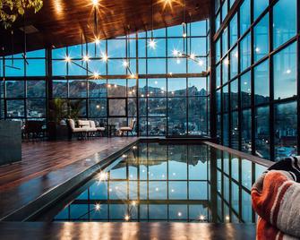 Atix Hotel - La Paz - Pool