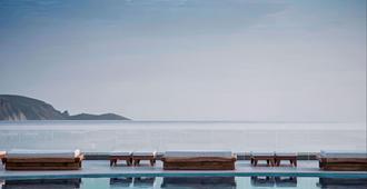米特西斯瑞妮拉海灘溫泉渡假村 - 式 - 古韋斯 - 古瓦伊 - 游泳池