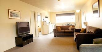Fitzherbert Court Motel - Hokitika - Living room