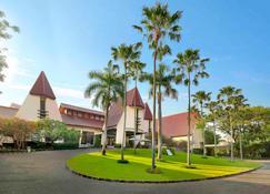 Novotel Surabaya - Hotel & Suites - Surabaya - Building