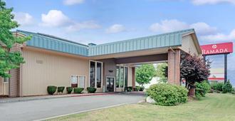 Ramada by Wyndham Spokane Valley - Spokane - Edificio